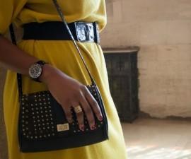 sac noir et robe jaune tendance hiver 2014