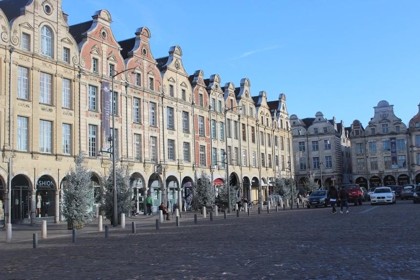 Place des Héros, appellée aussi, la petite place d'Arras