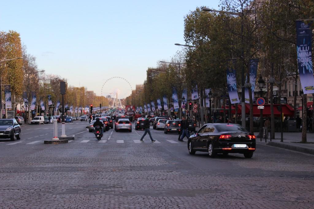 Les boutiques des champs Elysées shopping Paris